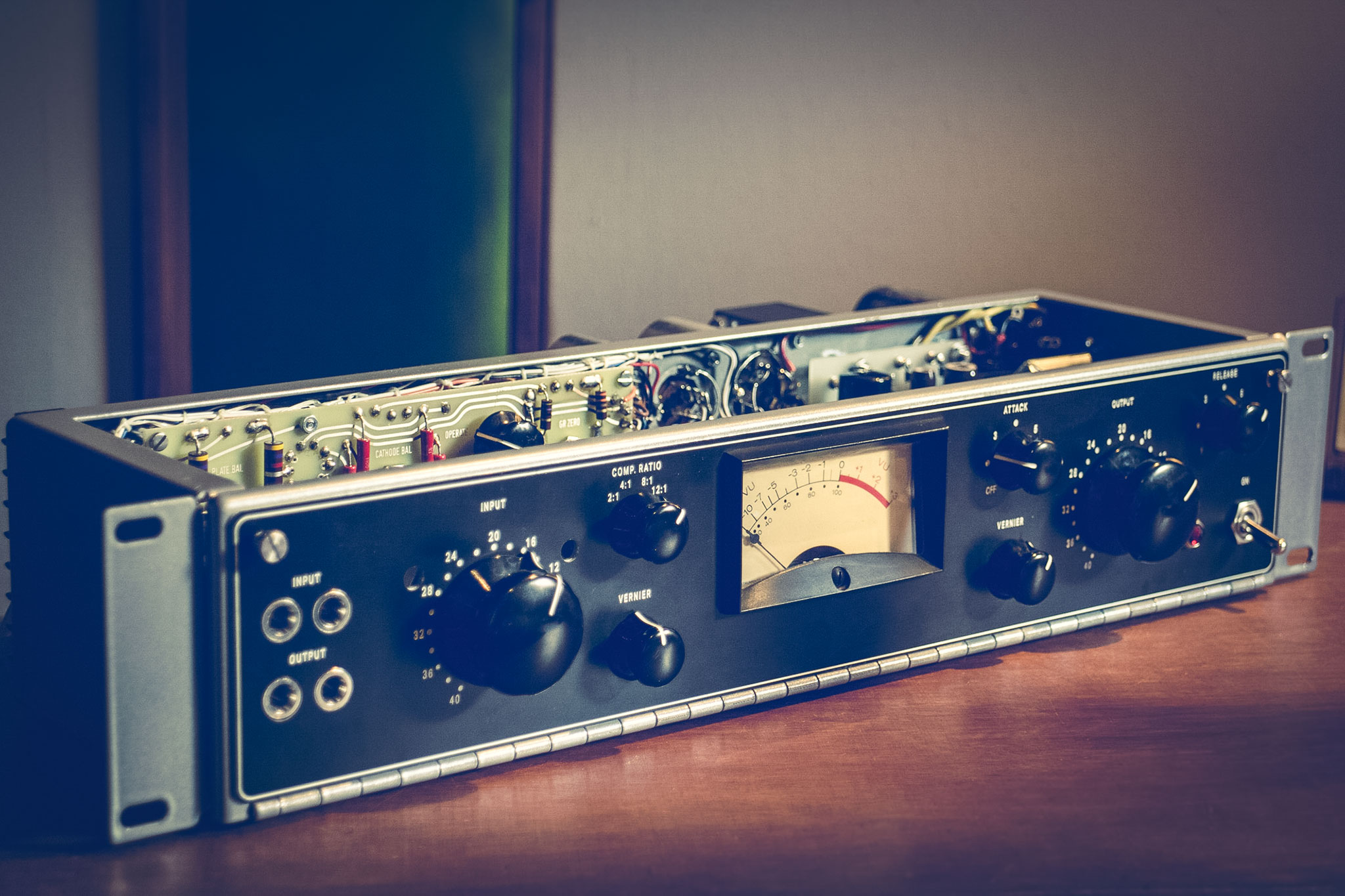 ua176-vari-mu-limiting-amplifier-diy-by-analogvibes_front_fin
